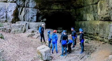 Höhlentour im Eingangsportal zur Falkensteiner Höhle